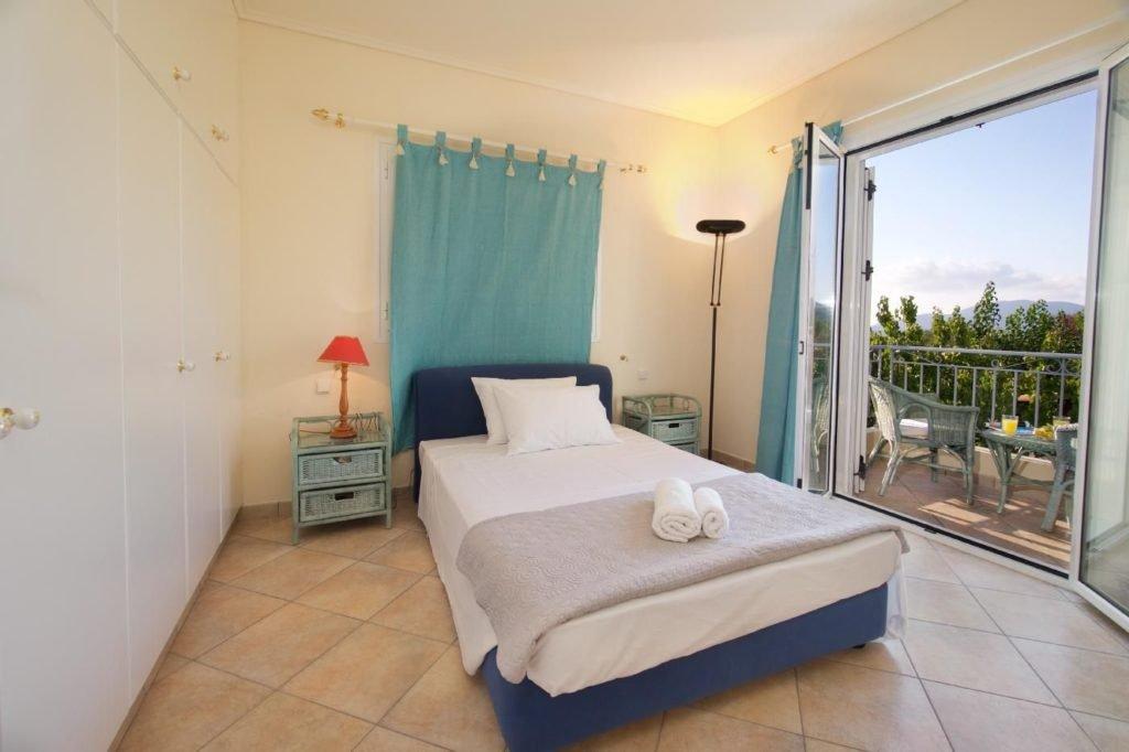 The ground floor-bedroom 2